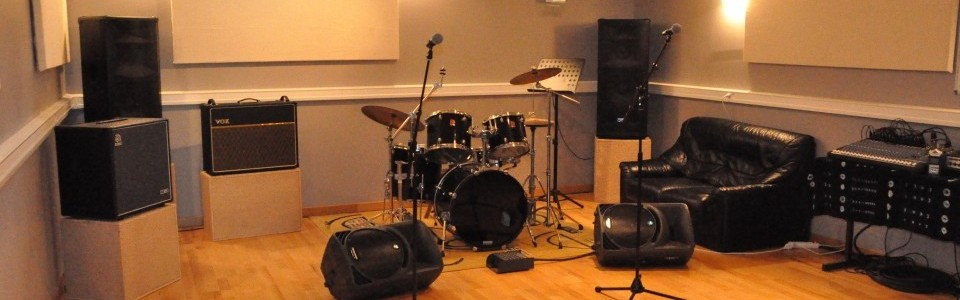 salle de musique la ferme de pontmoulin. Black Bedroom Furniture Sets. Home Design Ideas
