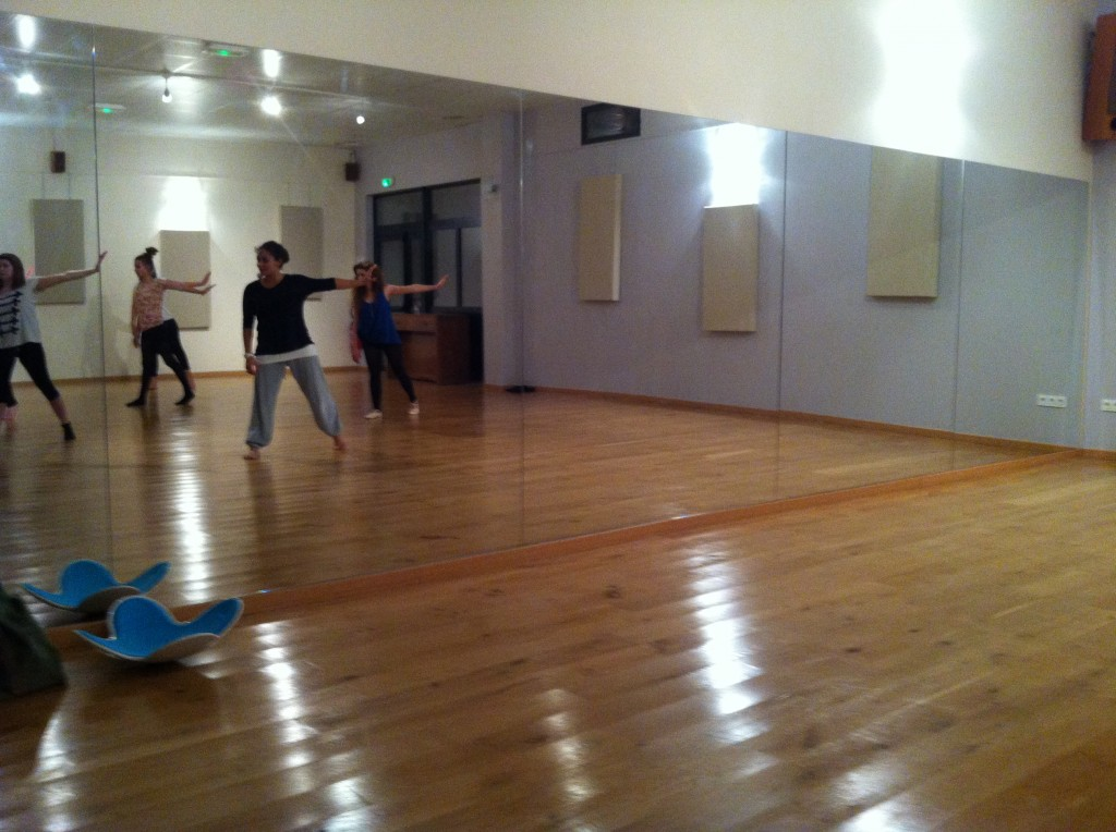 Cours de danse modern jazz la ferme de pontmoulin for Cinema coulommiers horaires